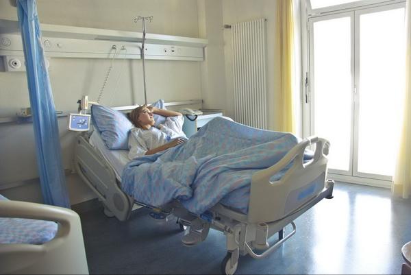 женщина в больнице Израиля