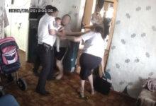 Photo of В России у многодетной матери жестко забрали детей из-за просьбы помочь с жильем (видео)