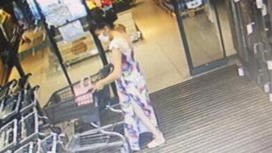 """Photo of """"Бес попутал"""": женщина украла """"мобильник"""" из тележки супермаркета в Корабельном"""