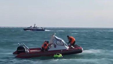 У российских оккупантов в Керченском проливе затонула бронемашина (видео)   Корабелов.ИНФО