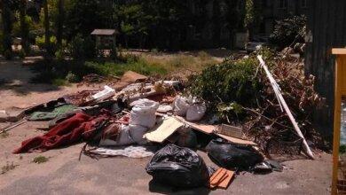 мусорная свалка между пр. Корабелов и ул. Океановской
