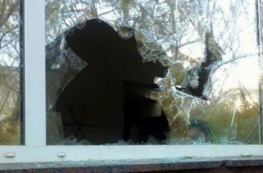 51 грн штрафа присудили разбившему 5 окон в Корабельном районе   Корабелов.ИНФО