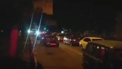 На 20 минут грузовой поезд перекрыл движение транспорта по проспекту Богоявленскому (видео)   Корабелов.ИНФО