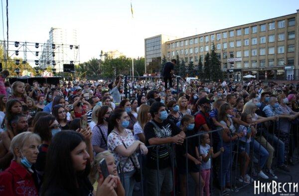 Николаевцы на Соборной площади отпраздновали День молодежи   Корабелов.ИНФО image 1