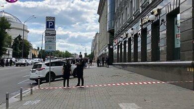 Photo of В Киеве мужчина, угрожая взрывчаткой, взял в заложники начальника отделения банка