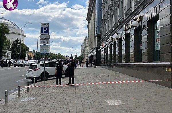 В Киеве мужчина, угрожая взрывчаткой, взял в заложники начальника отделения банка | Корабелов.ИНФО