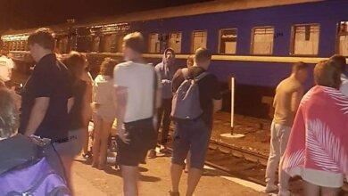 Photo of Неизвестный сообщил о минировании поезда «Николаев-Ровно» – всех пассажиров эвакуировали