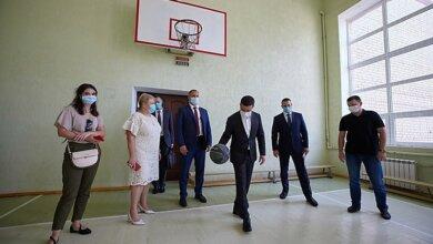 Овации чиновников и депутатов вызвал Зеленский, забросив мяч в кольцо в Николаеве (видео)   Корабелов.ИНФО