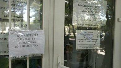 Photo of Посетитель выбил стекло в центре по поверке счетчиков «Николаевгаза»