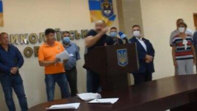 В Николаевском облсовете представителей ОПЗЖ забросали яйцами (Видео)   Корабелов.ИНФО image 2