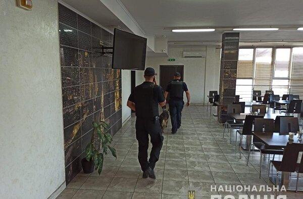 Взрывных устройств не обнаружено: полиция завершила проверку «Ника-Теры» после звонка о заминировании порта | Корабелов.ИНФО