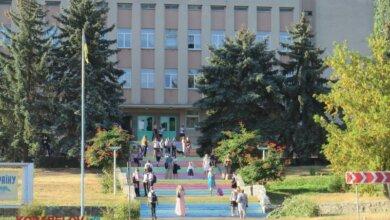 Photo of Родители — за забором… Самый необычный День знаний в школах Корабельного (Фото)