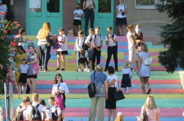 у входа в школу №47 (01.09.2020)