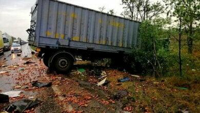 Photo of Под Николаевом столкнулись грузовик и фура — погибли оба водителя