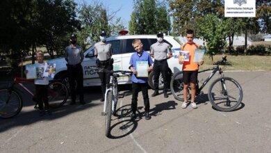 Патрульні зробили подарунки юним велосипедистам Корабельного району | Корабелов.ИНФО image 4