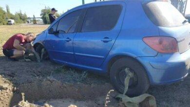 В Витовском районе автомобиль слетел в окоп у блок-поста   Корабелов.ИНФО