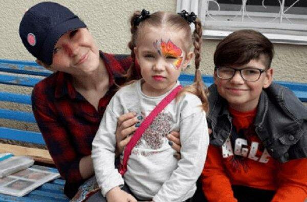 Вита Николаева со своими детьми (2020 г.)