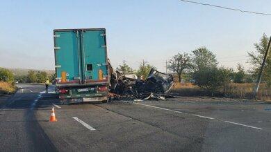 Photo of Сгорели водитель и пассажир: на Николаевщине столкнулись два грузовика