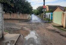 Photo of «В центре города плиткой по второму кругу все укладывают, а в Широкой Балке — ямы выше колена», — николаевцы