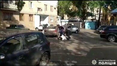 Photo of В Николаеве на «горячем» поймали вора, который обворовывал пенсионеров (видео)