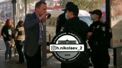 Photo of В Николаеве полиция жестко задержала пассажира маршрутки. Видео