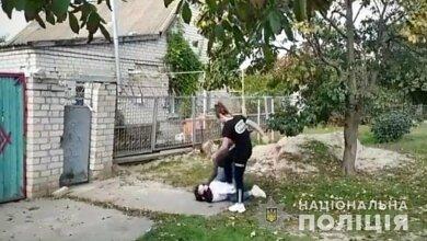 Photo of На Херсонщине школьницы под видеозапись друзей систематически избивали 12-летнюю девочку