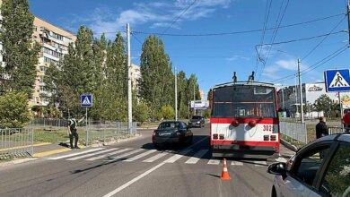 Откуда появился пешеход под троллейбусом? Видео загадочного ДТП в Николаеве (обновлено) | Корабелов.ИНФО