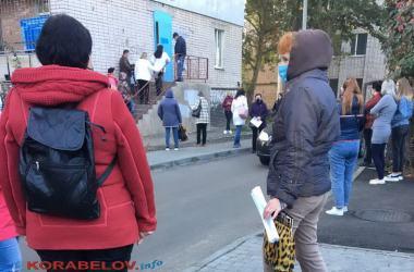 часть очереди на ПЦР-тест в Корабельном районе 20 октября
