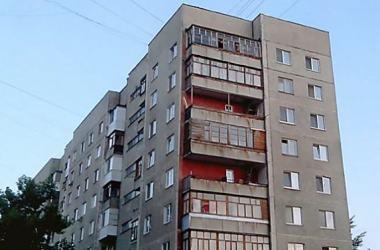 """С """"многоэтажки"""" в Николаеве в женщину с ребенком бросили бутылку: у пострадавшей - травма головы   Корабелов.ИНФО"""