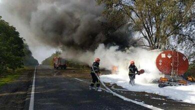 Photo of Под Николаевом фура с цистерной врезалась в дерево и загорелась – погиб водитель