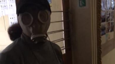 Photo of Решил обезопасить себя от вируса: в Корабельном районе избиратель пришел голосовать в противогазе (Видео)