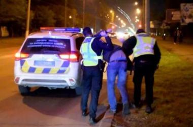 Пьяного «адвоката» задержали в Николаеве при попытке защитить своего пьяного водителя (Видео) | Корабелов.ИНФО
