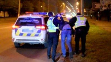 Photo of Пьяного «адвоката» задержали в Николаеве при попытке защитить своего пьяного водителя (Видео)