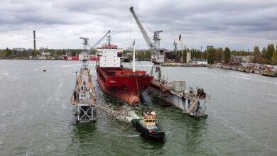 Photo of Завод «Океан» принял на доковый ремонт сухогруз RUBUS