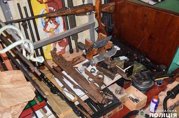 У николаевского психолога изъяли арсенал оружия, взрывчатки и боеприпасов (Видео) | Корабелов.ИНФО image 1