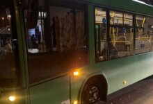Photo of Пьяный мужчина разбил окно автобуса в Николаеве
