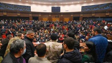 Photo of В Армении демонстранты захватили здание парламента и избили его главу (видео)