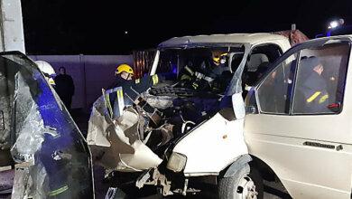 Photo of В Витовском районе ночью пьяный на «Газели» врезался в прицеп грузовика