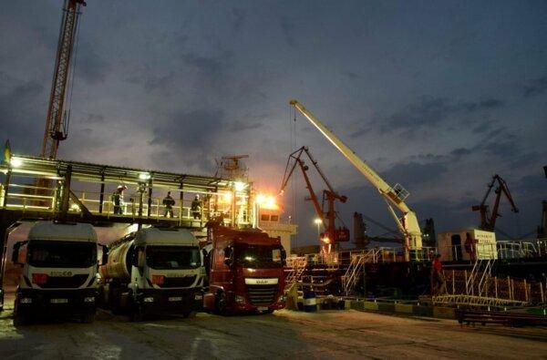 Порт «Ника-Тера» начал перевалку нефтепродуктов | Корабелов.ИНФО