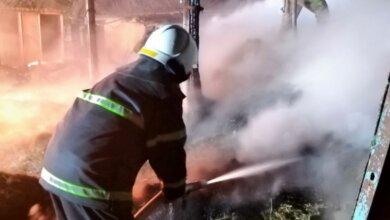 Photo of Пожарные более 2-х часов тушили сеновал в Витовском районе