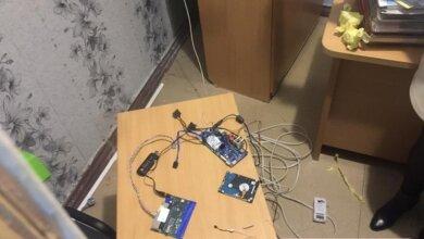 Photo of В кабинете главврача николаевской областной «инфекционки» обнаружили «прослушку» и камеру (Видео)