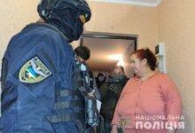 Photo of В Николаеве спецназ штурмовал квартиру для задержания сутенеров (видео)