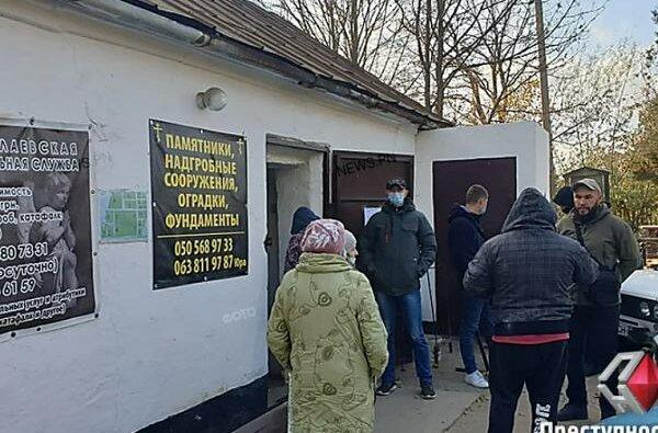 Николаевская полиция проводит обыски и выемку документов на Жуковском кладбище | Корабелов.ИНФО