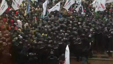 Photo of Нардепы снова не перенесли на 2022 год обязательное введение кассовых аппаратов — ФОПы штурмуют Раду (Видео)