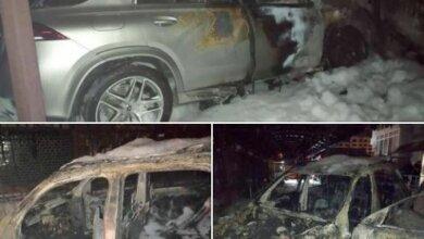 Photo of Ночью в Николаеве подожгли два Mercedesа – полностью выгорел только один