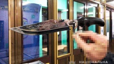 Photo of «Я лише захищаюсь», — поліція затримала чоловіка з ножем на території школи Корабельного району