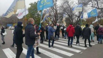 Photo of Николаевские предприниматели перекрыли трассу на Одессу, протестуя против введения кассовых аппаратов для ФОПов (Видео)