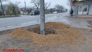 ямы под столбами для троллейбусной линии в Корабельном районе Николаева