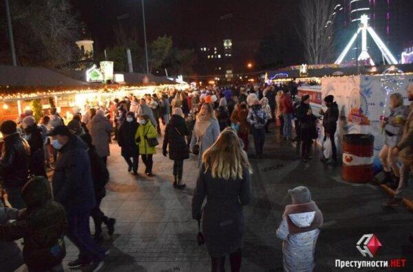 В День святого Николая на Соборную вышли сотни николаевцев – карантин соблюдают не все   Корабелов.ИНФО image 3