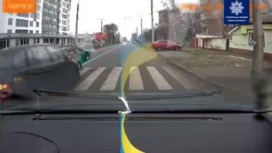 В Черкассах водитель сбил ребенка на пешеходном переходе. ВИДЕО 18+   Корабелов.ИНФО